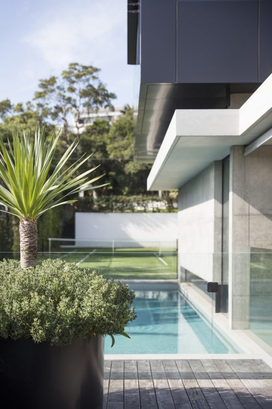 Outdoor-Spaces-Flow-In-This-Contemporary-Australian-Landscape