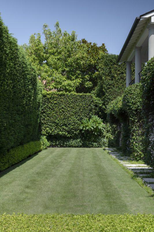 Rear-Garden-with-Level-Lawn